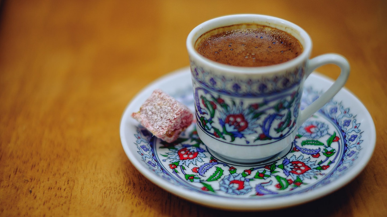 Turkish coffee with Turkish Delight treat | © Norris/Flickr