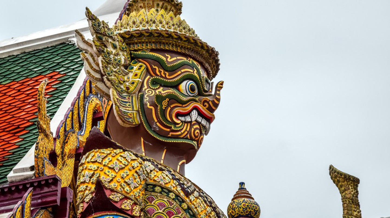 Giant statue at the Emerald Buddha Temple, Bangkok, Thailand  | ©  PIVISO