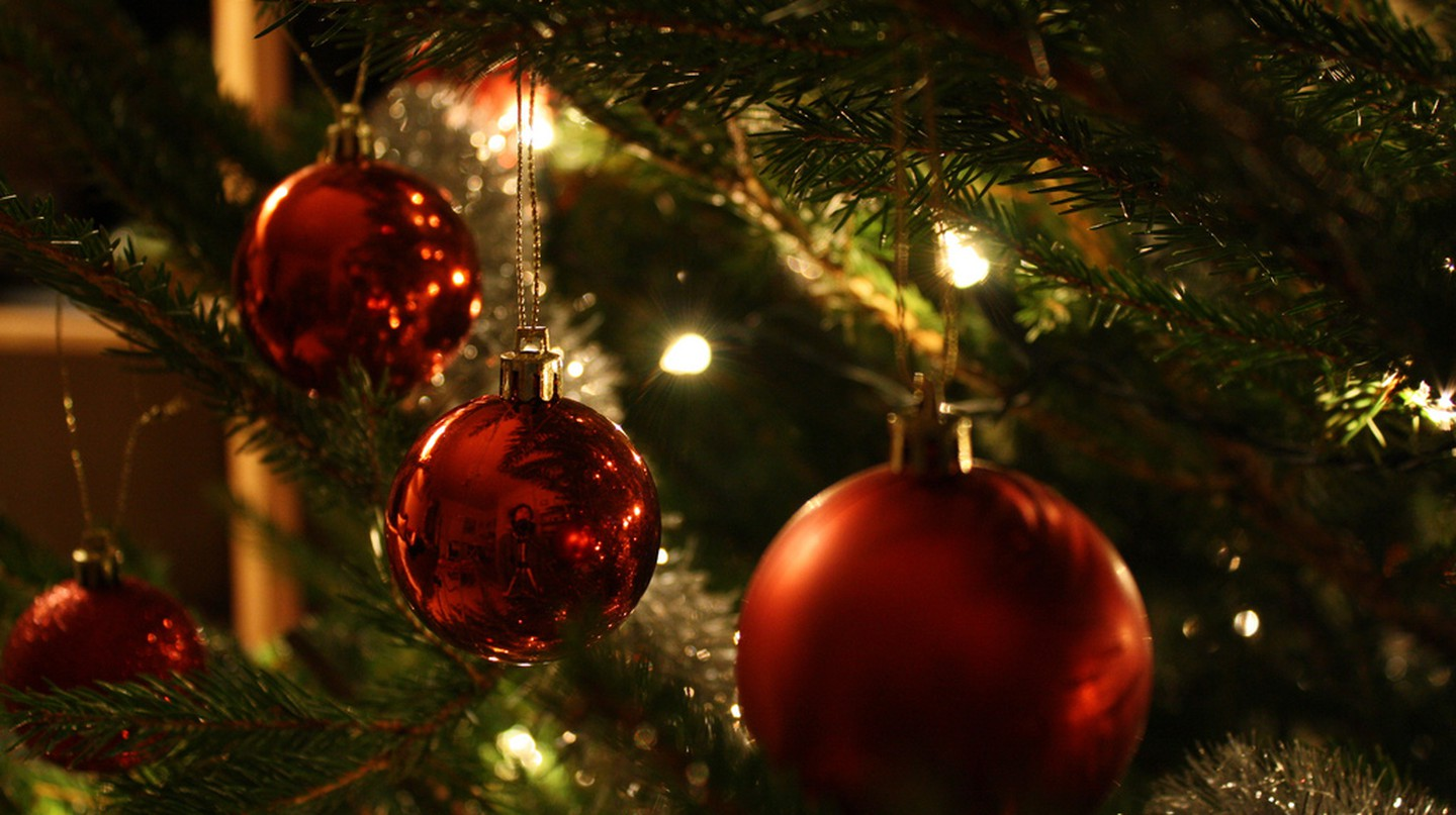 Christmas decorations | © Joe Buckingham/Flickr