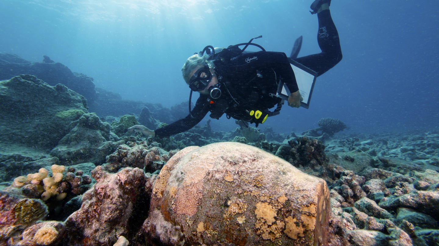 Archaeologist at Work | © NOAA's National Ocean Service/Flickr