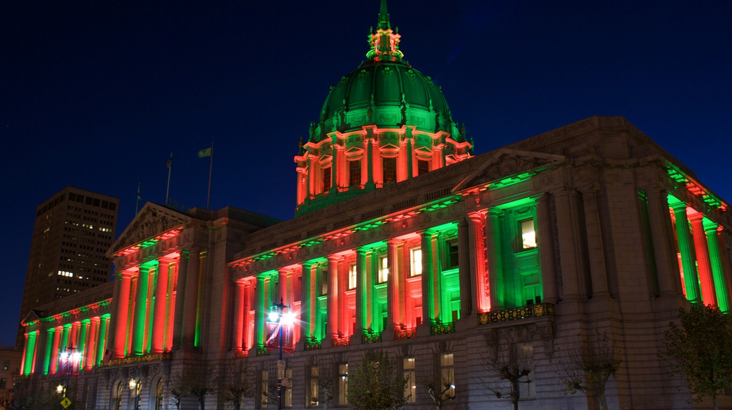 SF City Hall at Christmas © Stephen Kelly/Flickr