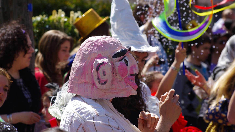 Street parties during carnival |© julien ortet/Flickr