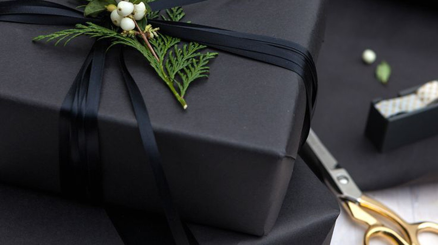 12 Creative And Simple Christmas Gift Wrap Ideas You'll Love