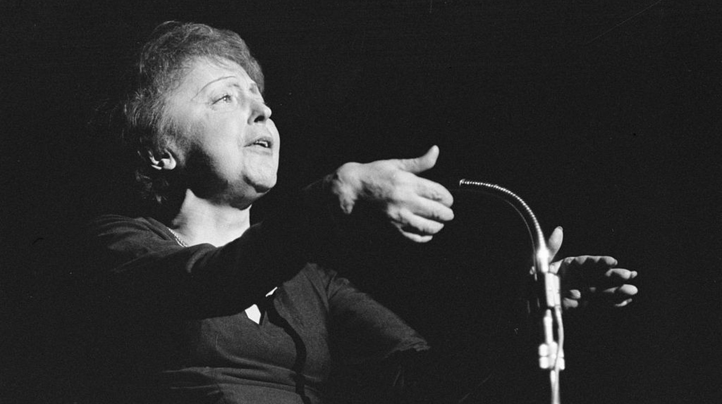 Edith Piaf performing on December 13th, 1962, in Rotterdam │© Nationaal Archief, Den Haag, Rijksfotoarchief