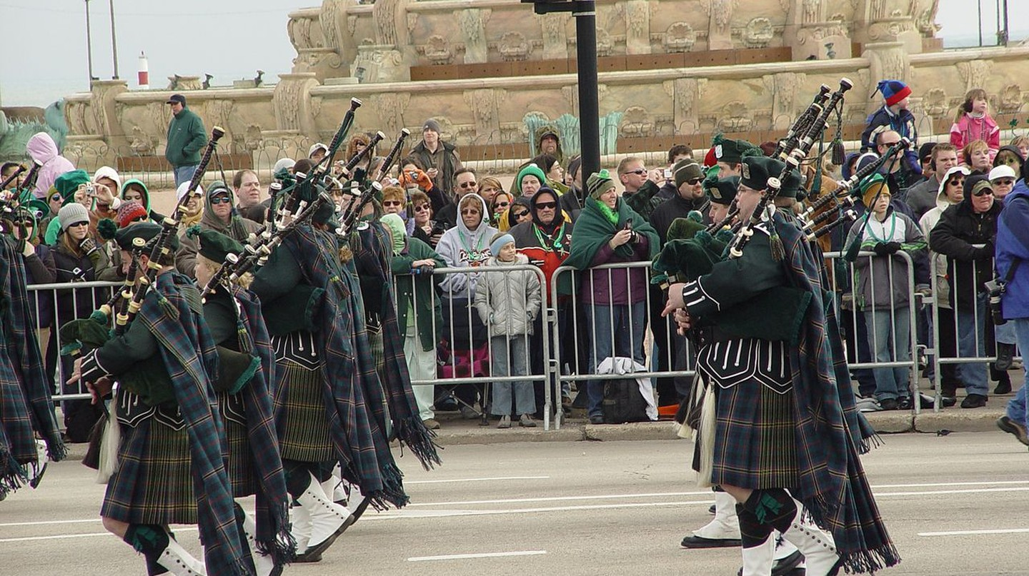 Downtown Chicago St, Patrick's Day parade via WikiCommons