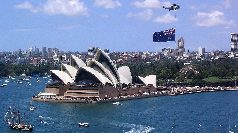 Australia Day, Sydney Harbour, 2004 | © Phil Whitehouse/WikiCommons