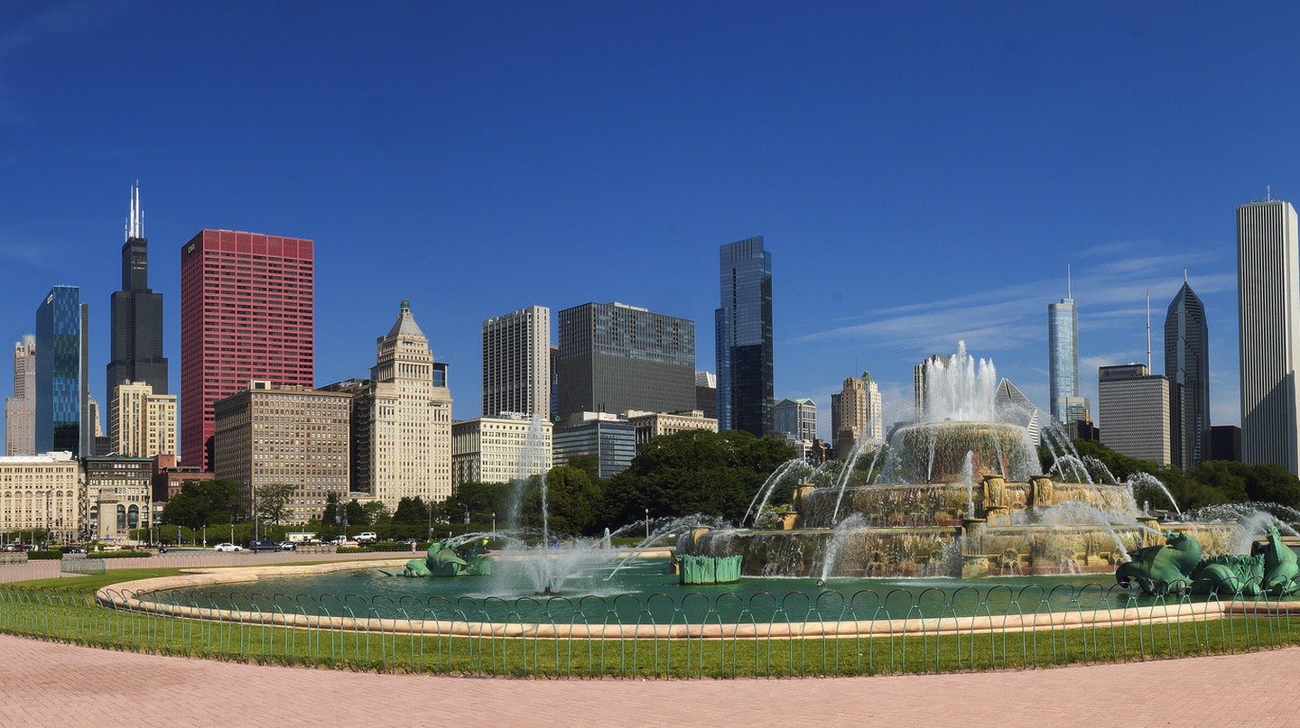 Buckingham Fountain & Downtown | © Tomošius/Flickr