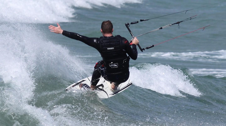 Kitesurfing in Ireland | © lee_ciaran/Flickr