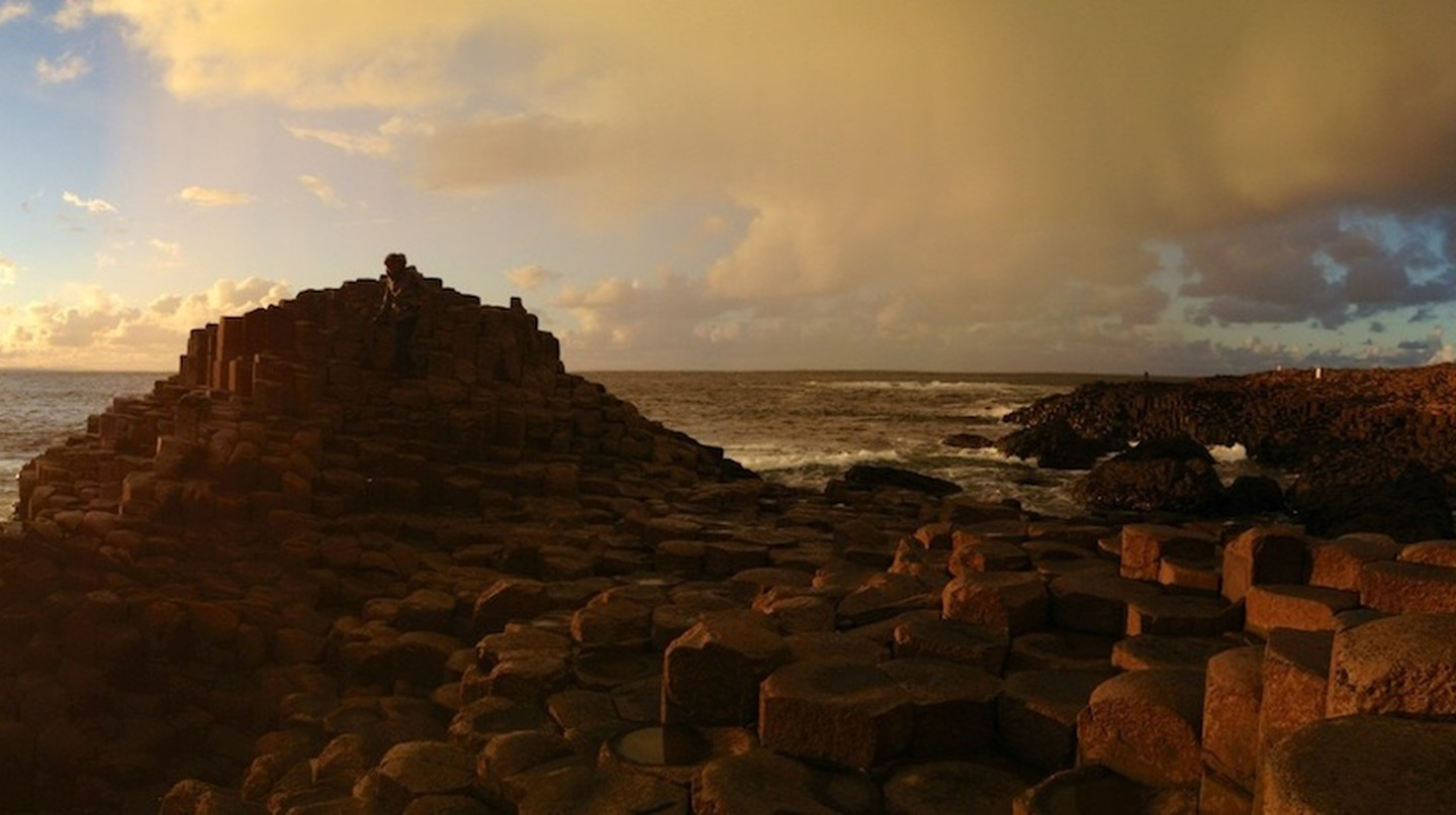 The Giants Causeway at sunset | © Gabrielle Brooks/Flickr