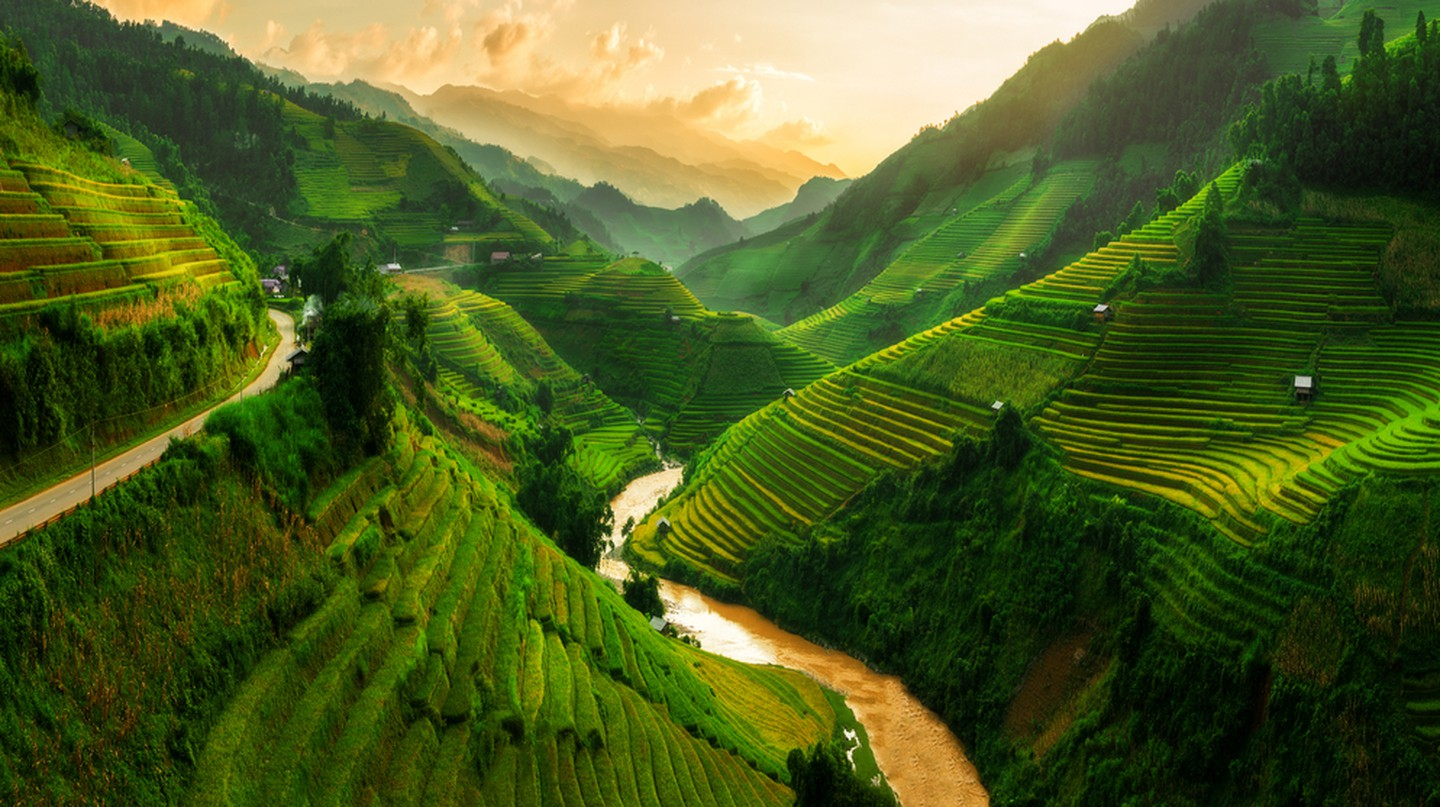Mu Cang Chai, landscape terraced rice field near Sapa, north Vietnam | © Blue Planet Studio / Shutterstock