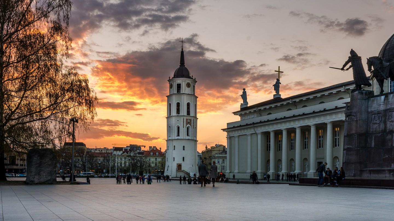 Sunset in Vilnius Cathedral Square | © Mantas Volungevicius /Flickr