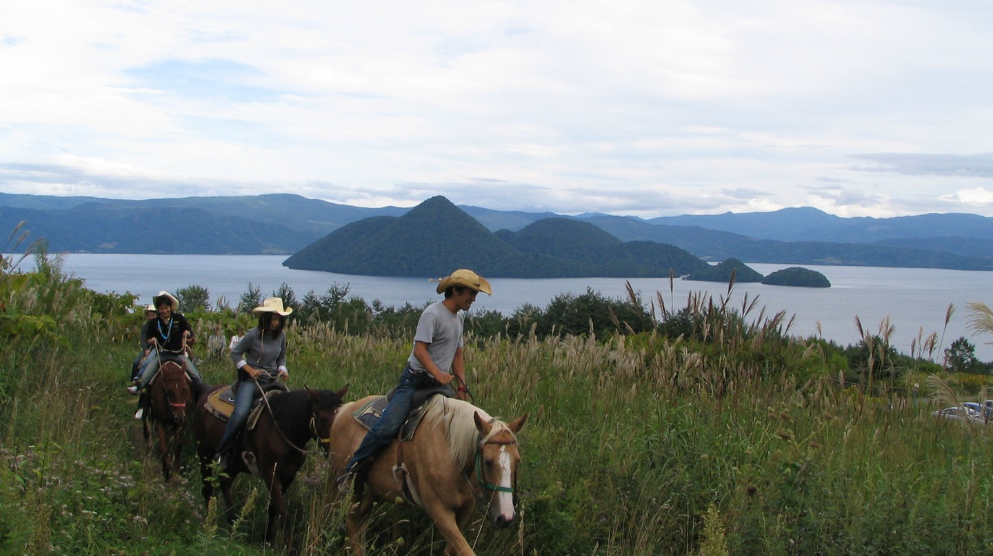 Horse Riding at Toyako | ©veroyama / Flickr