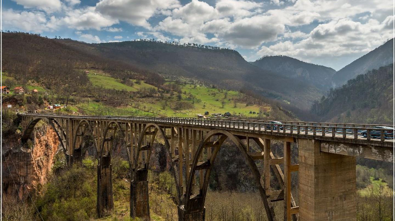 Majestic Tara Bridge | © Arno Hoyer / Flickr