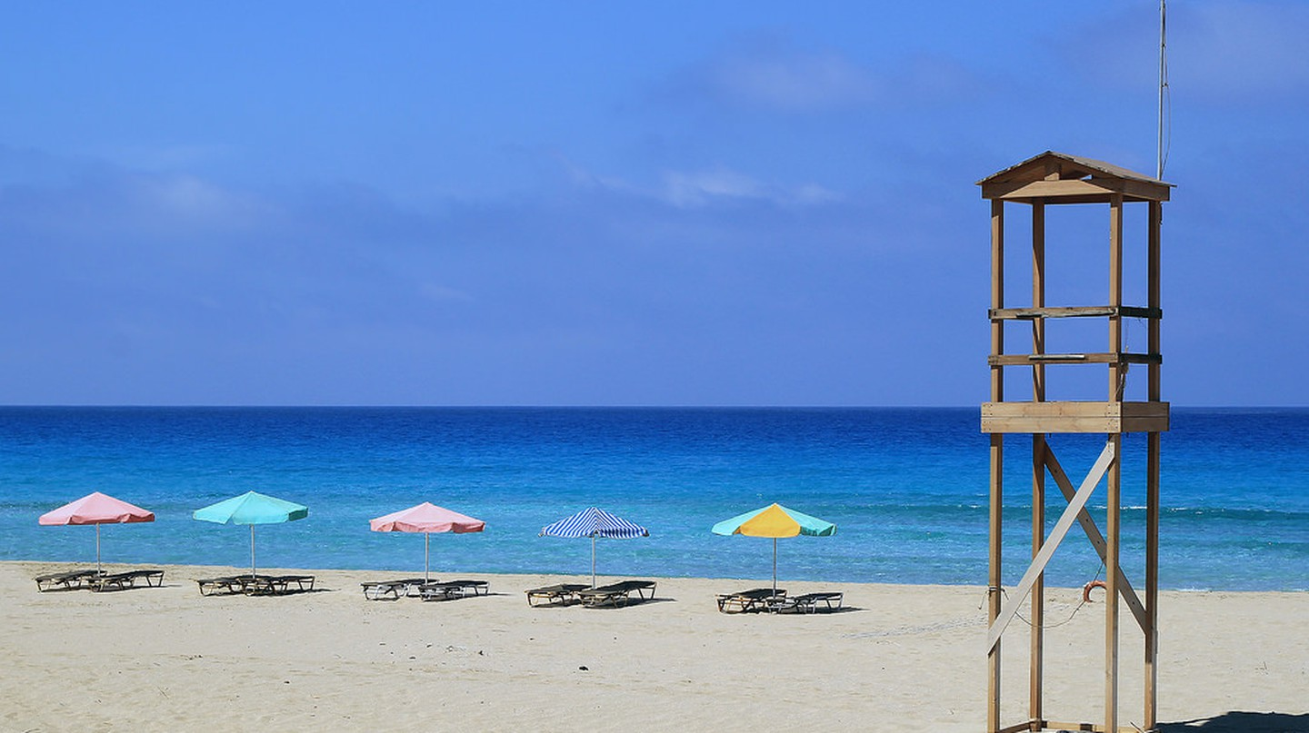 A beach in Crete  │© Anders Lejczak/Flickr