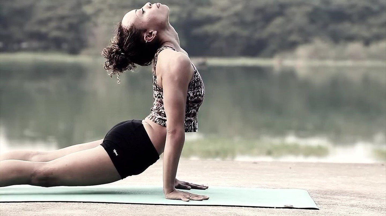 Yoga|© Hamza Butt /Flickr