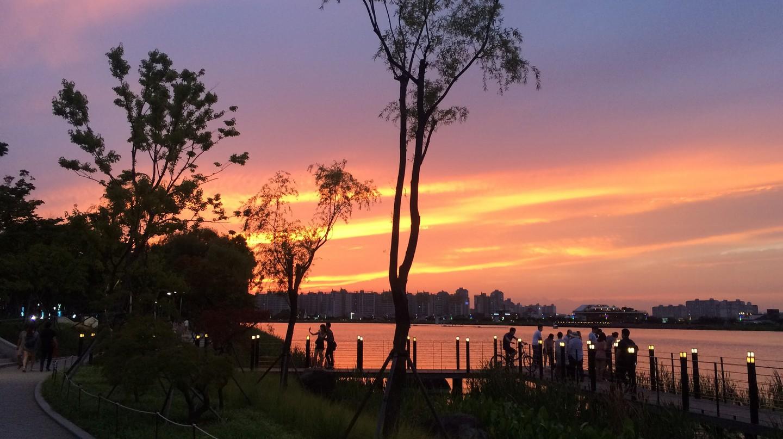 Suseong Lake at sunset | © Suseong-gu / Flickr