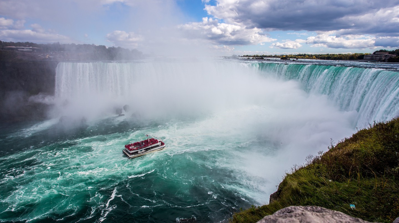 Niagara Falls | Kalen Emsley / Unsplash