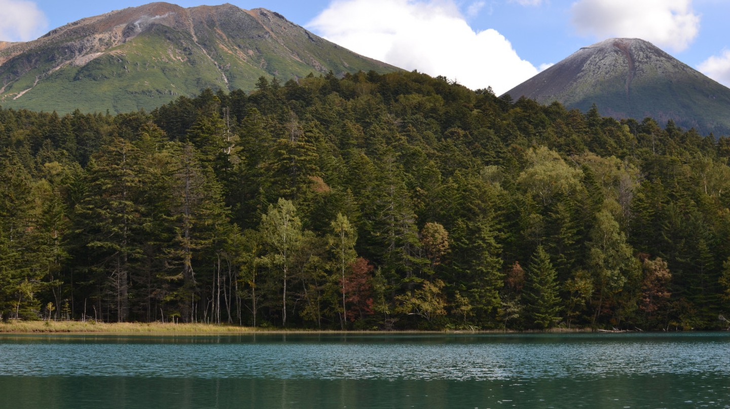 Lake Onneto from and Mt. Meakan and Mt. Akan | ©Satoshi KINOKUNI / Flickr