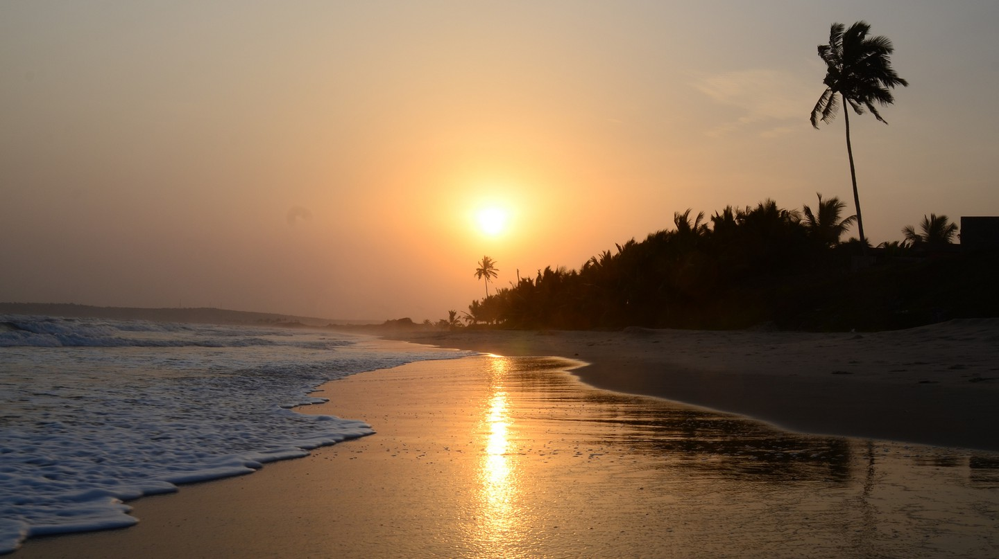 Sunset at Labadi Beach | © René Mayorga / Flickr
