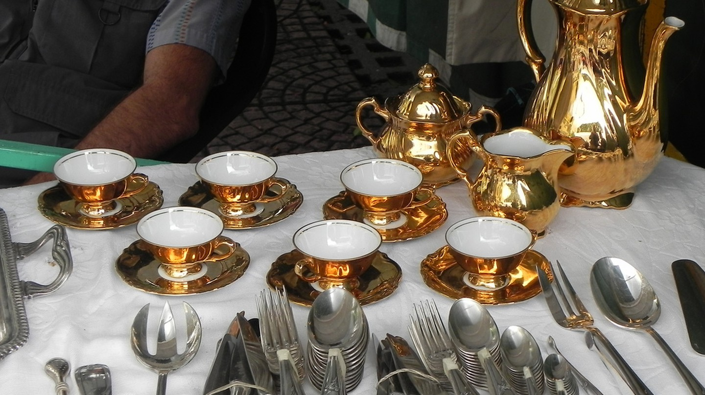 Antique Coffee Service, San Telmo Market | © Michael/Flickr