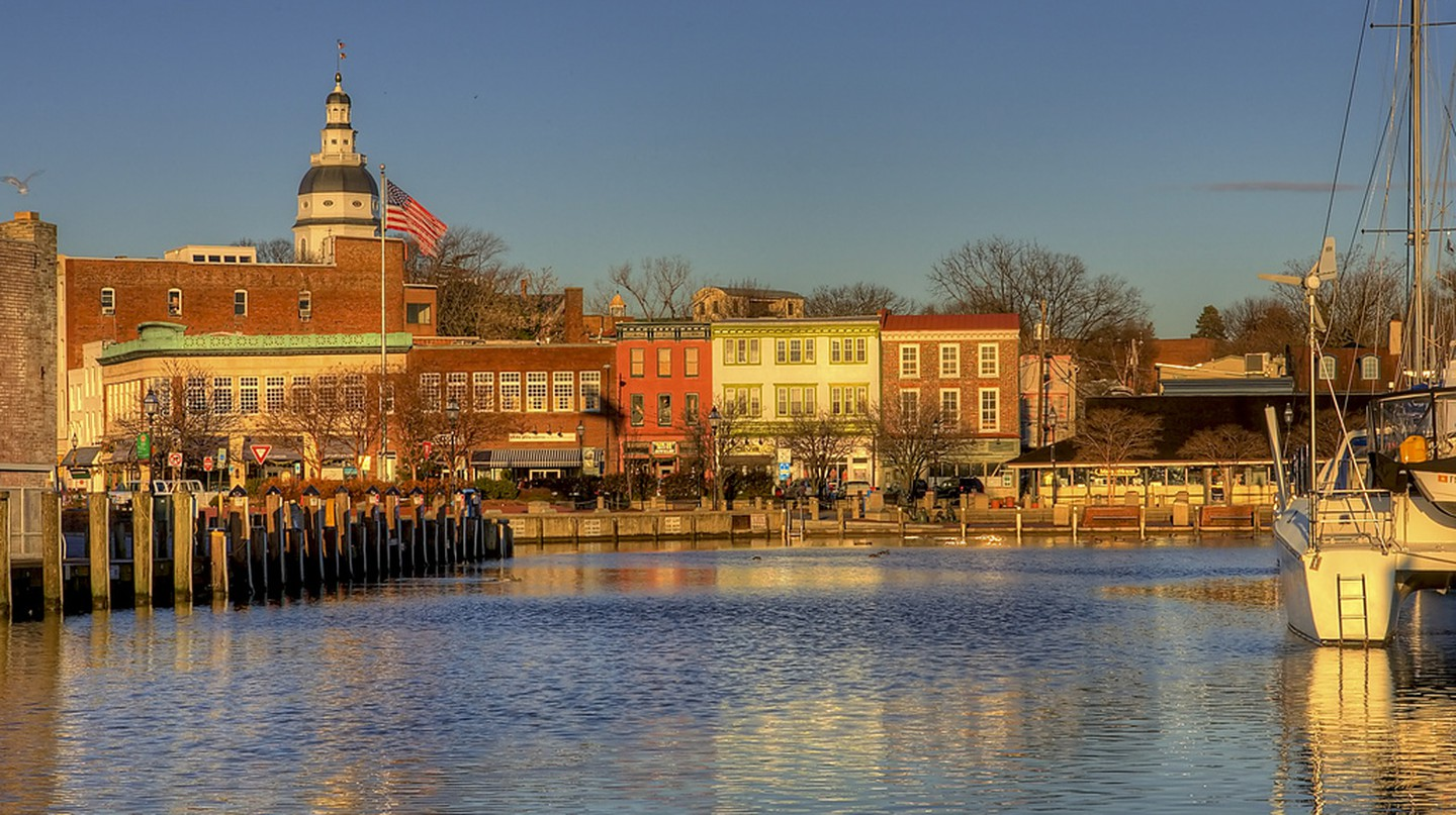 Sunrise at the City Dock in Ego Alley Annapolis, Maryland | © Charlie Stinchcomb / Flickr