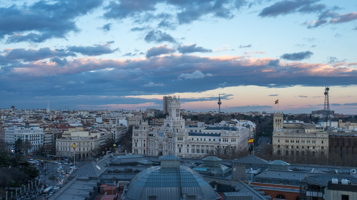 A sunset spotted from the Circulo de Bellas Artes rooftop bar | ©  Rik85/ Shutterstock