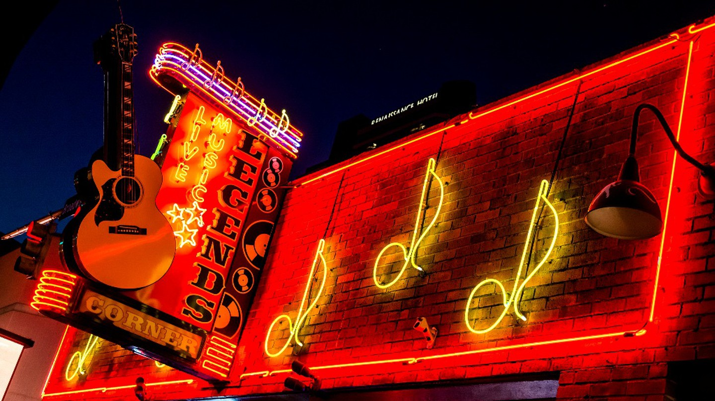 """<a href=""""https://www.flickr.com/photos/con4tini/30752583520/"""" target=""""_blank"""">Downtown Nashville 
