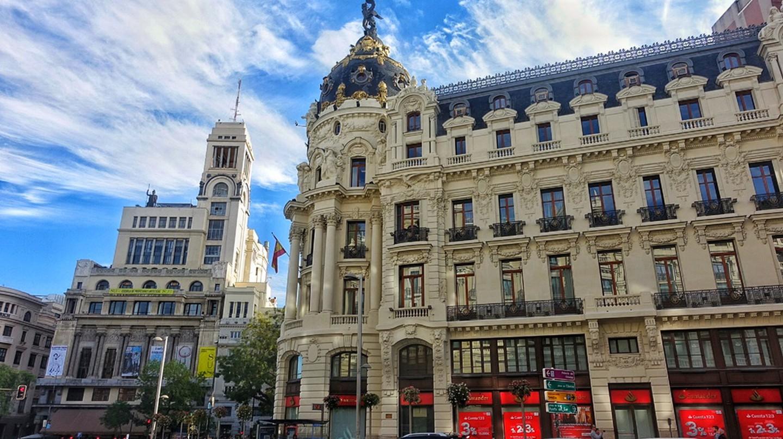 The massive Calle Gran Via in Madrid | © Lori Zaino