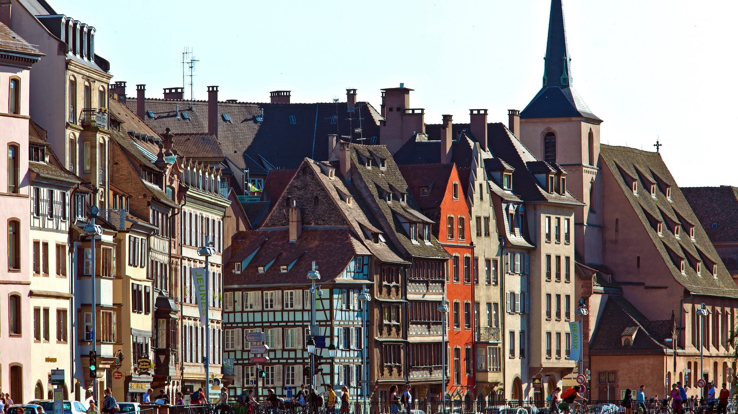 Quai Saint Nicolas in the historical district of Strasbourg ©Christophe Hamm / OT Strasbourg
