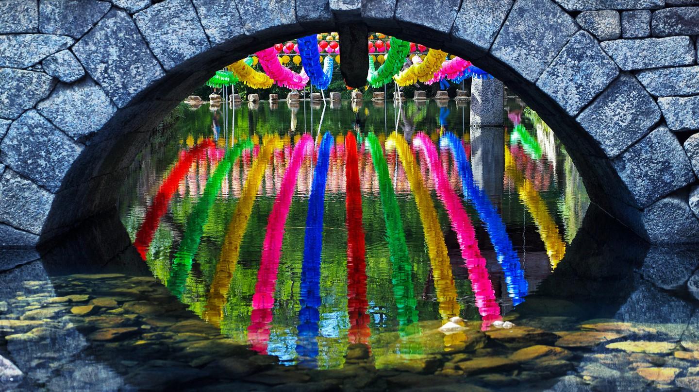 Colorful lanterns hang in celebration of Buddha's Birthday | © Heui Jong Kim / Flickr