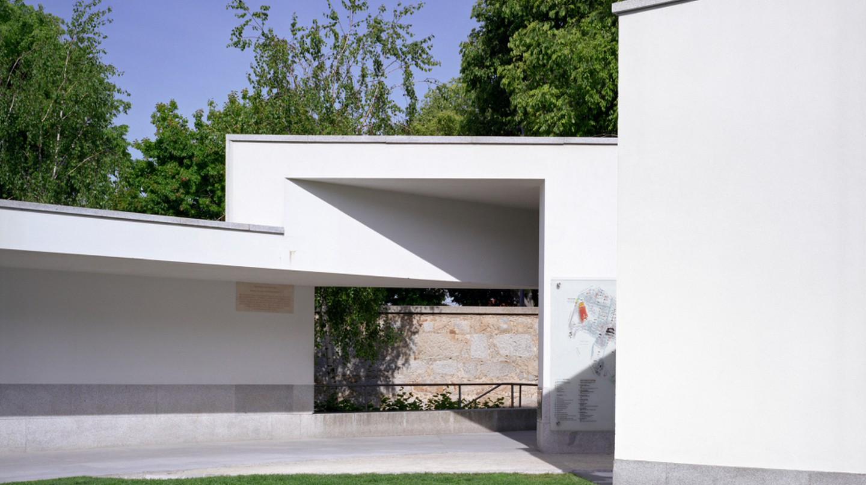Serralves Museum exterior entrance | © Marco Introini