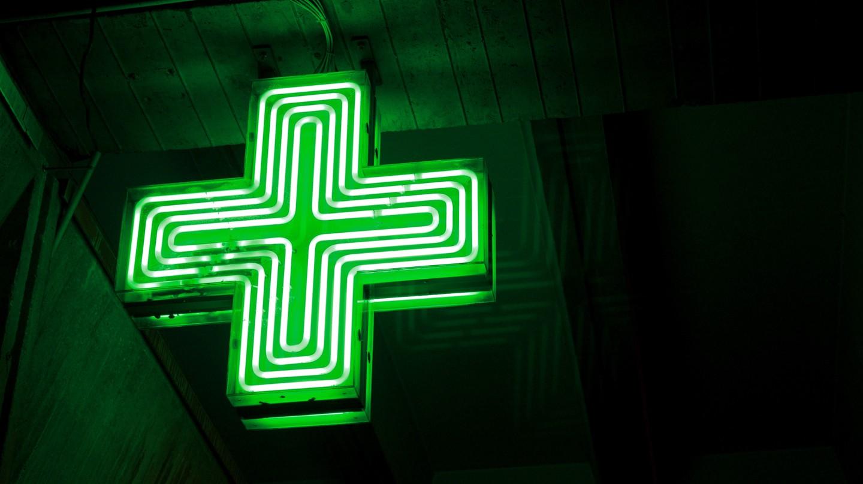 The green pharmacy cross │© Samuel Cockman / Flickr