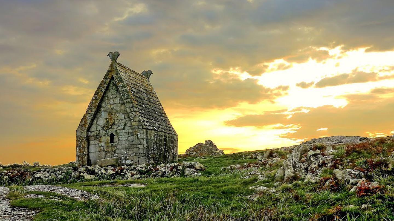St. Macdara's Oratory   © Ronan Browne / Panoramio
