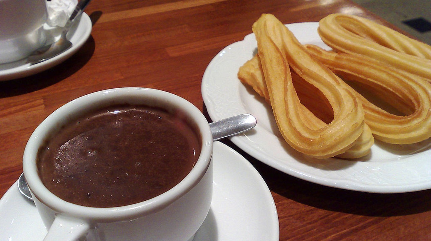 Enjoy some churros with chocolate at Horchateria Santa Catalina | © Wikimedia Commons
