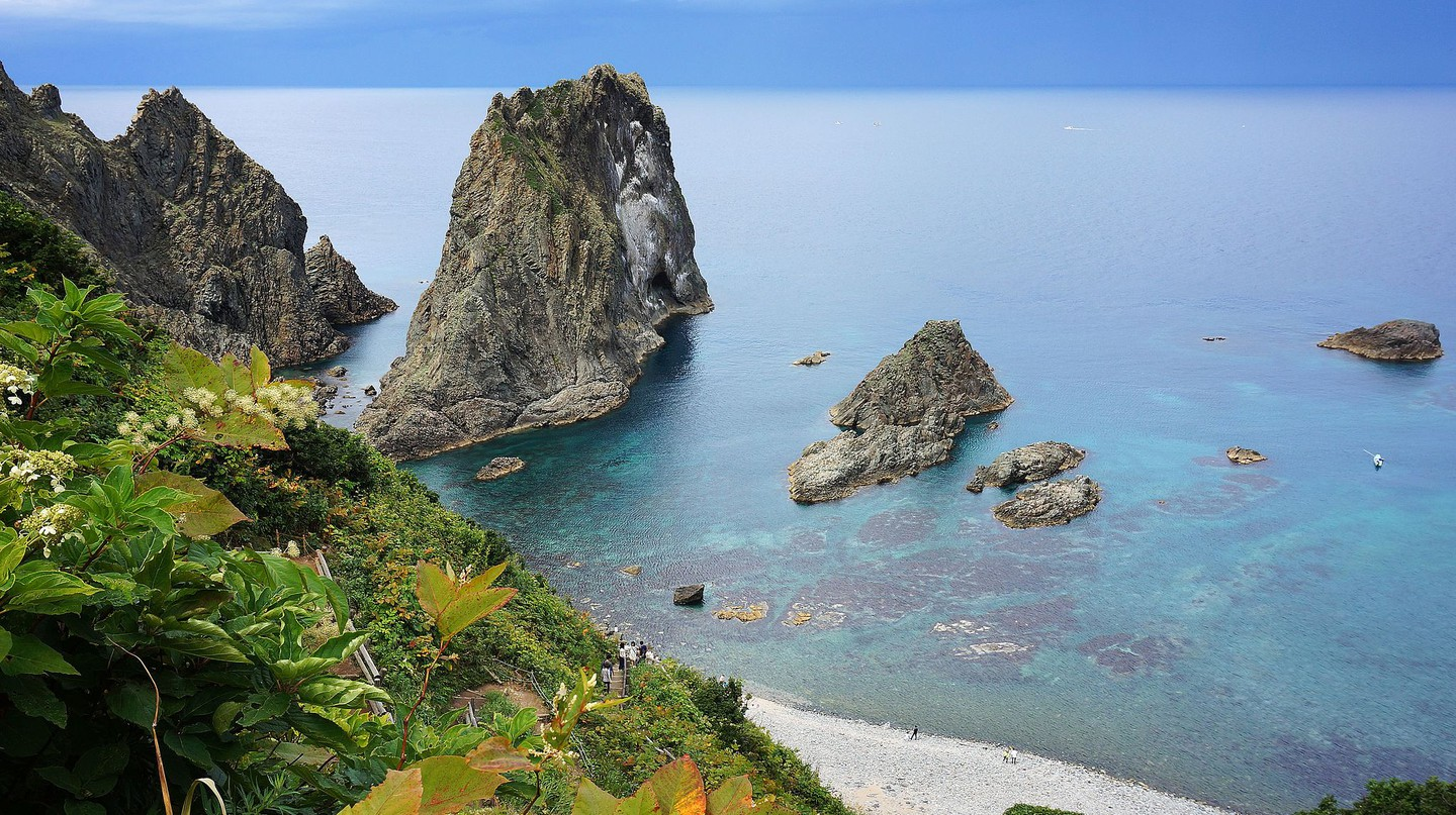 Shimamui Coast in Shakotan, Hokkaido prefecture, Japan. | ©663highland / Wikimedia Commons