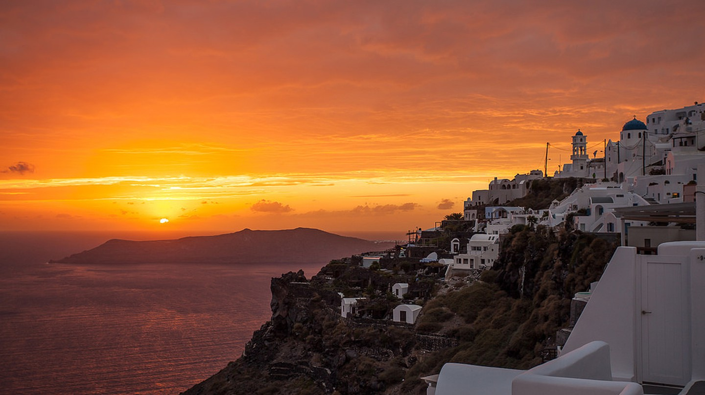 Santorini's notorious sunsets  | © Tom Godber/Flickr