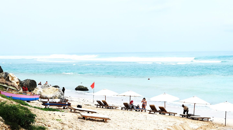 Tourists at Pandawa Beach   © .angels. / Flickr