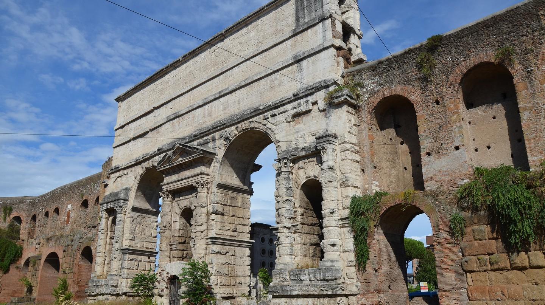 Porta Maggiore, Rome   © carolemage / Flickr