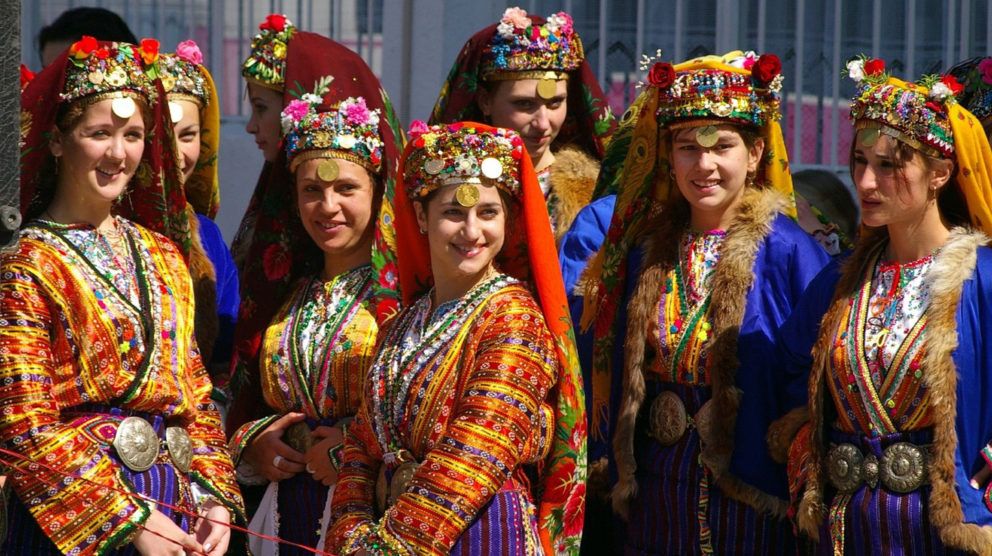 Bulgarian folk dresses | © Donald Judge/Flickr