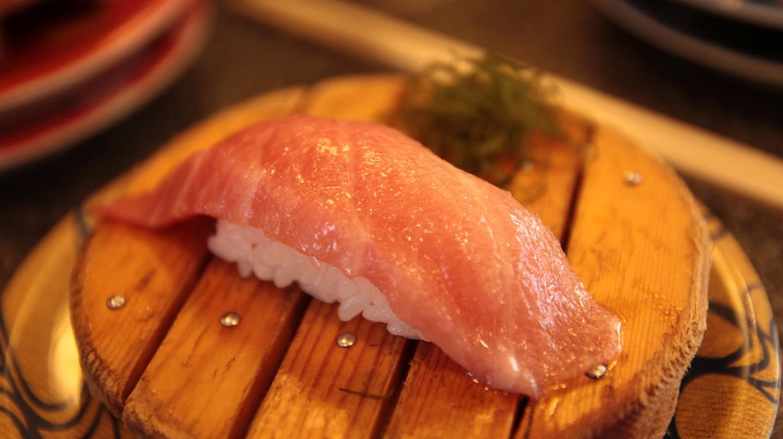 Dish from a high-end kaiten sushi-ya | © Norio NAKAYAMA / Flickr
