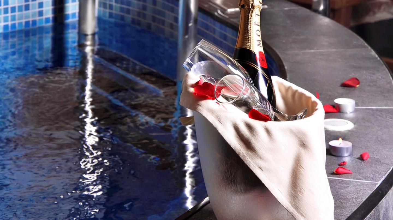 Champagne spa treatment | © Unique Hotels / Flickr