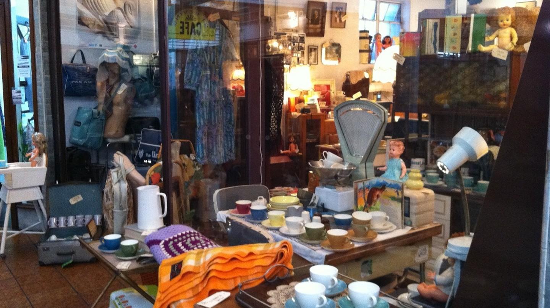 St Kevin's Arcade Vintage Shop | © Emma/Flickr