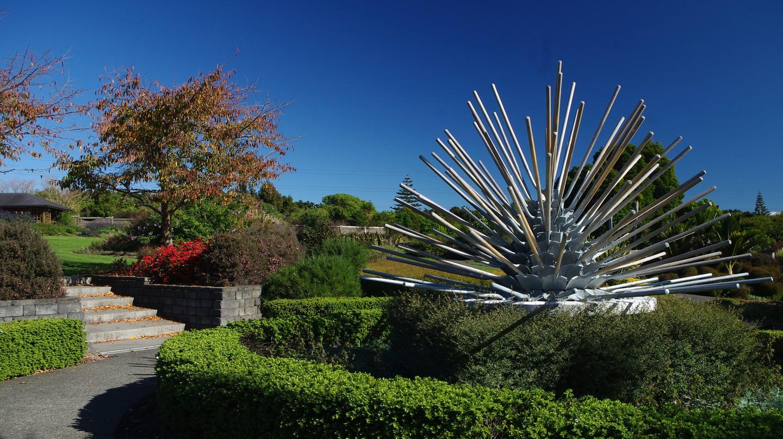 Shovel Sculpture, Auckland Botanic Gardens | © Danielle Steer/Flickr
