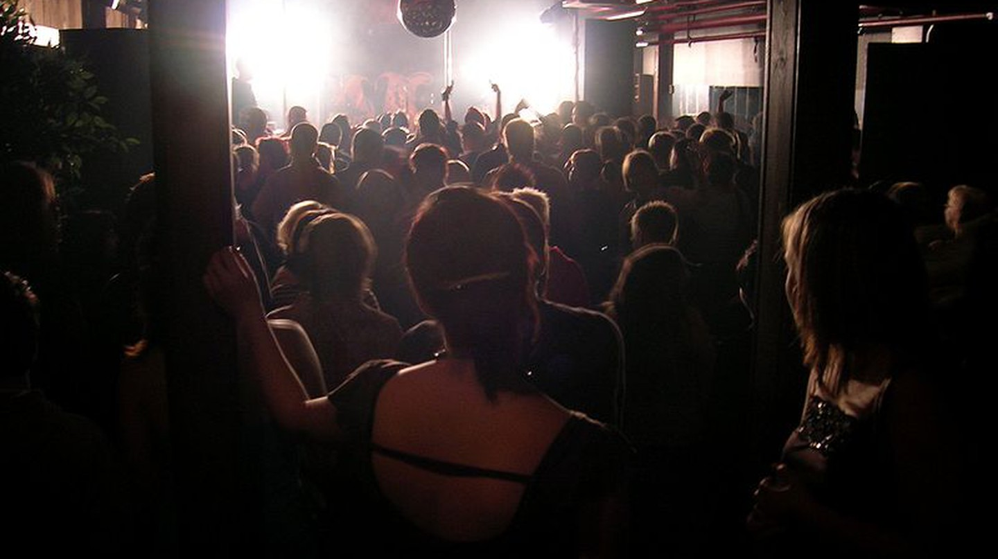 dancing at a nightclub | © Kimmo Palosaari /WikiCommons