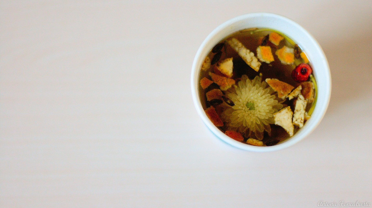 A Cup of Chrysanthemum Tea | ©Antonio Foncubierta/Flickr