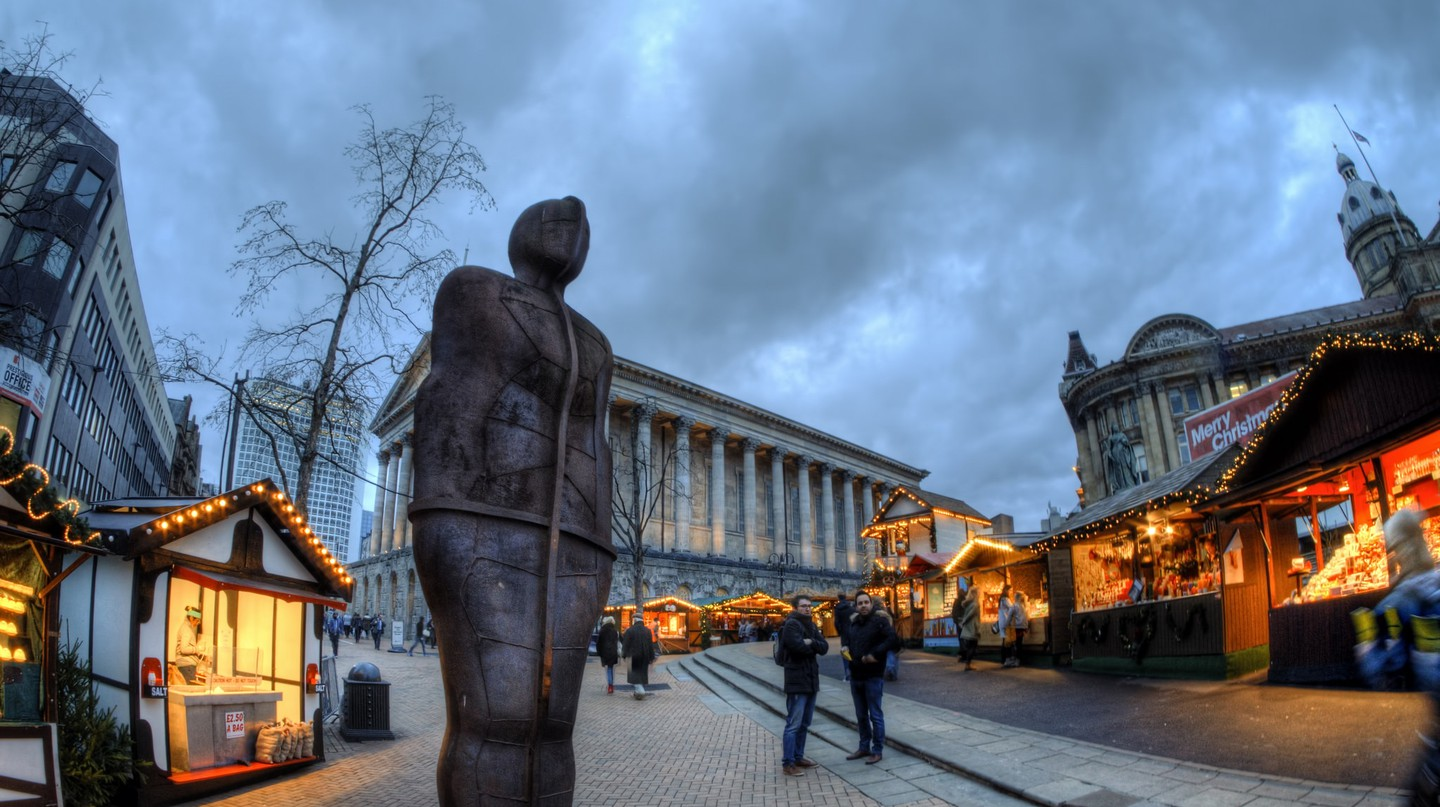 Birmingham's Iron Man statue & Town Hall © Neil Howard Flickr