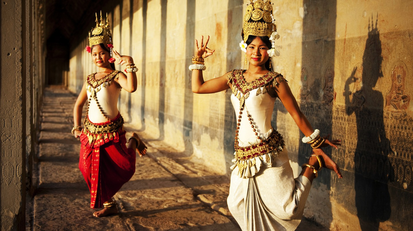Enjoy an apsara show