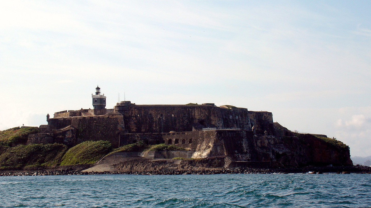 View of El Morro from the water | © TravelingOtter/ Flick