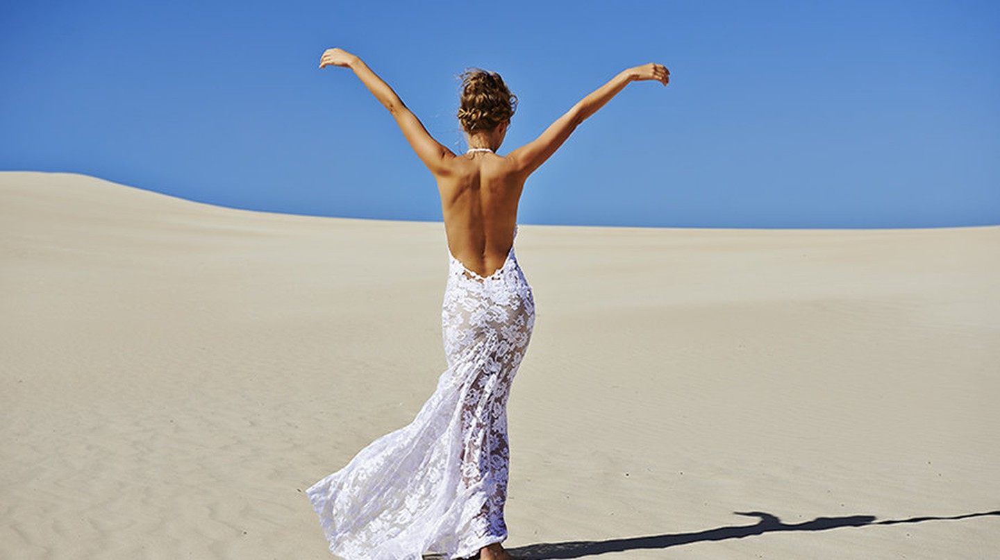 Lace dress in the desert | © Grave Loves Lace / Wikimedia
