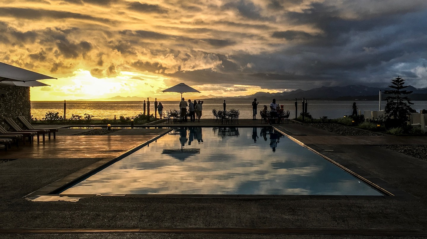 The pool deck and view to Suva Harbour from the Grand Pacific Hotel | © Juliette Sivertsen